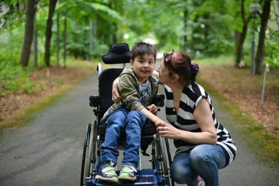 Пенсии, пособия и льготы детям-инвалидам и их родителям в 2021 году: есть изменения