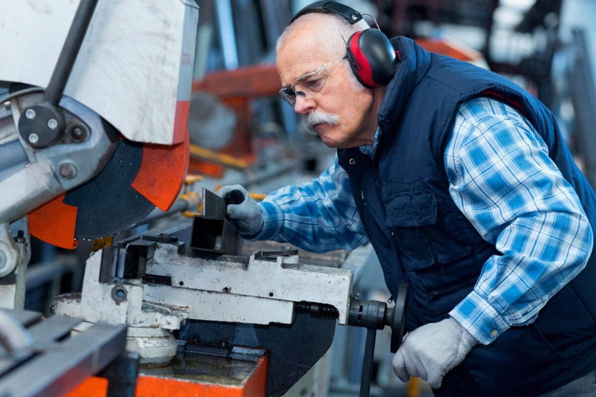 Правда ли, что с 2022 года работающим пенсионерам будут выплачивать индексацию?