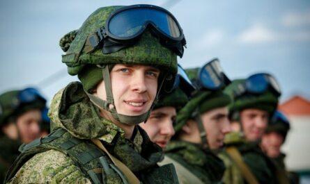 Кто из военнослужащих получит выплаты по 15 тысяч рублей в 2021 году: последние новости